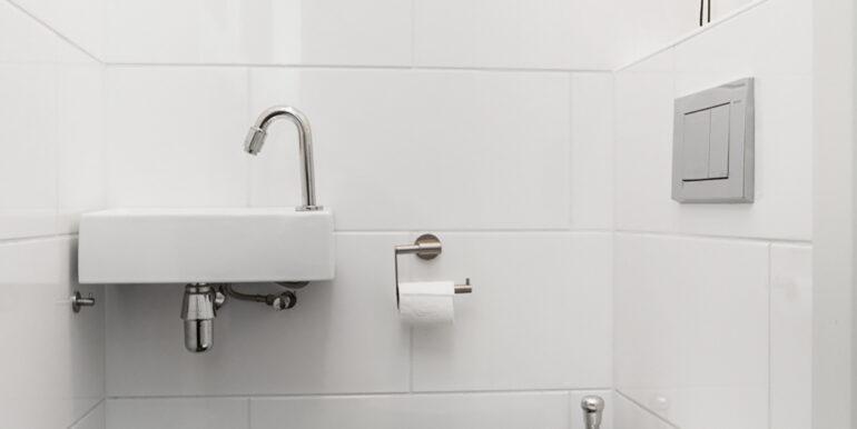 02-Toilet-01
